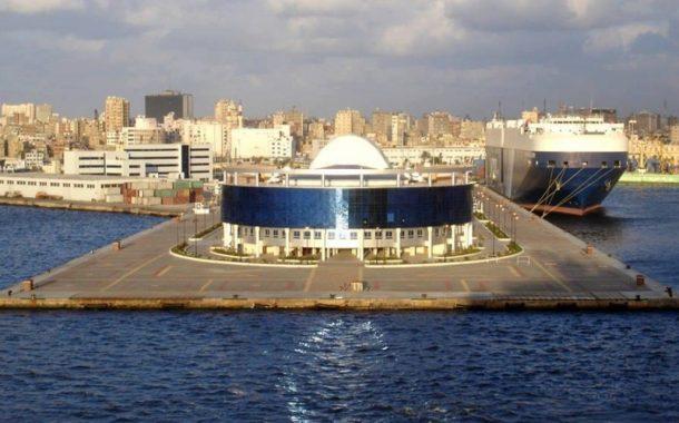 نشاط كبير في حركة السفن واستقبال السلع الإستراتيجية بميناء الاسكندرية