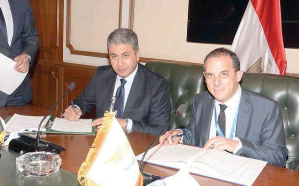 وزير الطيران يوقع اتفاقية نقل جوي مع قبرص