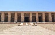 محافظ سوهاج اجتماع مكبر لتطوير المناطق الأثرية بالمحافظه