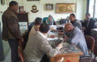 بالصور ..وكيل مديرية تعليم بنى سويف تناقش موقف كتب التعليم الخاص والتجريبيات.