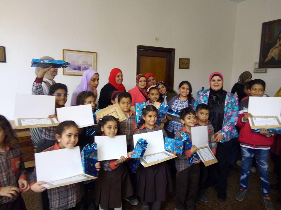 بالصور..جمعية رؤية ببني سويف تكرم( ٤٥) من الطلاب الفائزين ف مسابقة البحث العلمي.
