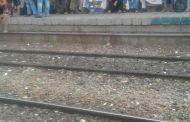 غضب للمواطنين بمحطة قطار اسيوط  بسبب تأخير مواعيد القطارات