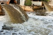 ضبط مبيدات حشرية دون ترخيص ومواسير صرف صحي في المياه العذبه بههيا شرقية