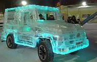 شاهد بالفيديو .. سيارة فريدة مصنوعة من الجليد!