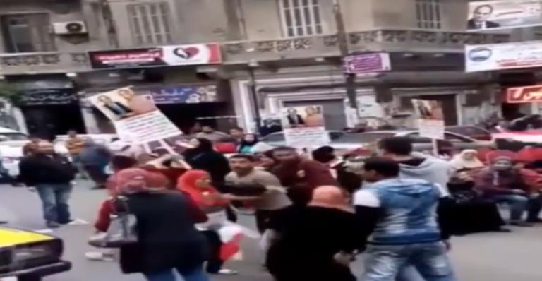 شاهد بالفيديو..بالفيديو | لحظة وفاة سيدة بالاسكندرية أثناء التصويت في الانتخابات الرئاسية
