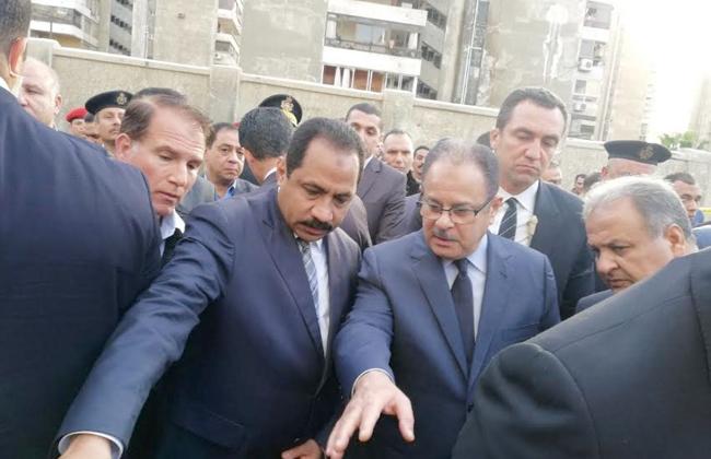 وزير الداخلية يزور المصابين بالمستشفى .. ويتفقد موقع حادث انفجار الإسكندرية