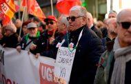 عشرات الآلاف من المتقاعدين يطالبون بزيادة في المعاشات عبر احتجاجات بمدن إسبانية
