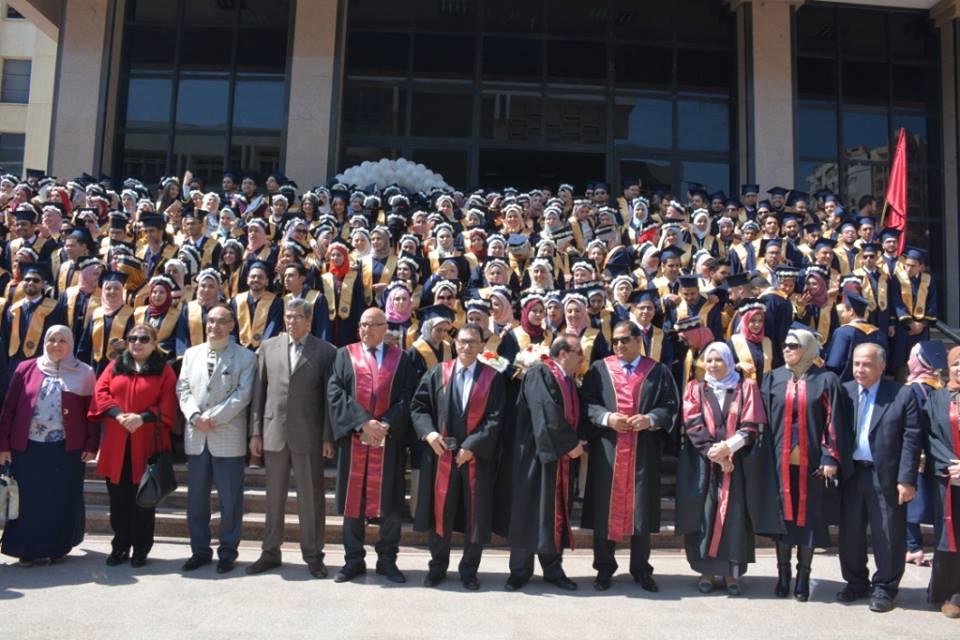محافظ الغربية : يكرم خريجي أوائل الدفعة الأربعين من كلية طب الأسنان بجامعة طنطا