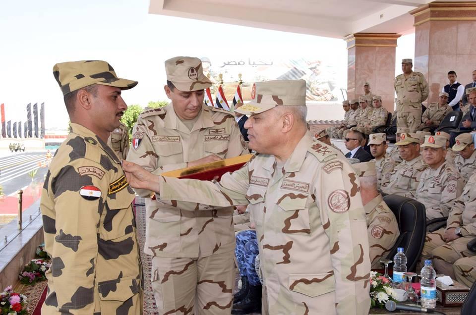 «وزير الدفاع » يشهد الإحتفال بتكريم المجندين دفعة الرديف المشتركين فى العملية الشاملة سيناء 2018