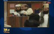 بالفيديو الابراشى يعرض فيديو للحظه ضرب الرئيس الباكستانى بالجزمه من طالب خلال مؤتمر صحفى وشاهد مافعله الامن الخاص بالرئيس بالطالب