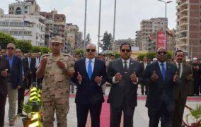 محافظ الغربية يضع أكليل من الزهور على النصب التذكارى للشهداء بمناسبه الإحتفال بعيد تحرير سيناء