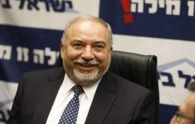 اسرائيل تستفز المصريين..ليبرمان يدعو محمد صلاح للخدمة الدائمة في الجيش الإسرائيلي