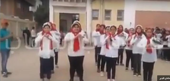 بالفيديو : عرض وطني من تلميذات الصف السادس الابتدائي طلاب فى حب مصر بالشرقيه.
