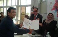 تكريم الصحفى «جمال البرنس» للجهود المبذوله في انجاح ندوة في حب الشاعر سيد حجاب بجمصة