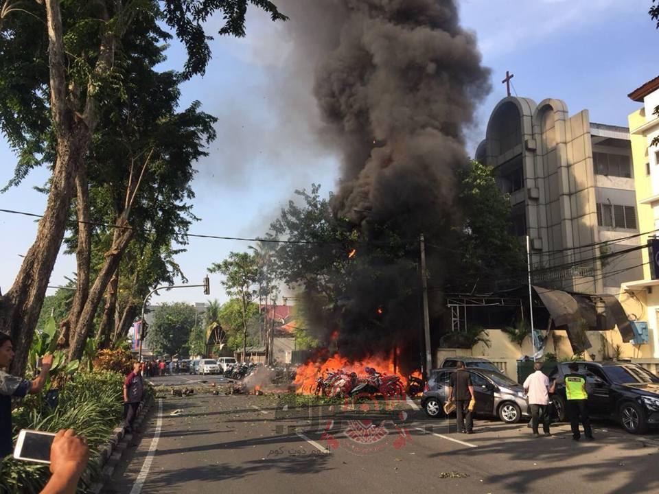 عاجل : 9 قتلى في تفجيرات انتحارية بثلاث كنائس في مدينة سورابايا قرب جزيرة جاوة بإندونيسيا