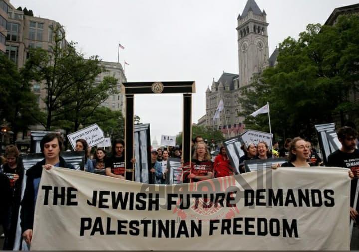 حركة (إف نوت ناو) أغلقت نحو 100 طريق ينددون بنقل السفارة الأمريكية إلى القدس