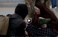شاهد بالفيديو..شاب خليجي يشفق على مسنة مصرية تبيع المناديل ليصرف لها معاش شهري ولكن بشرط...