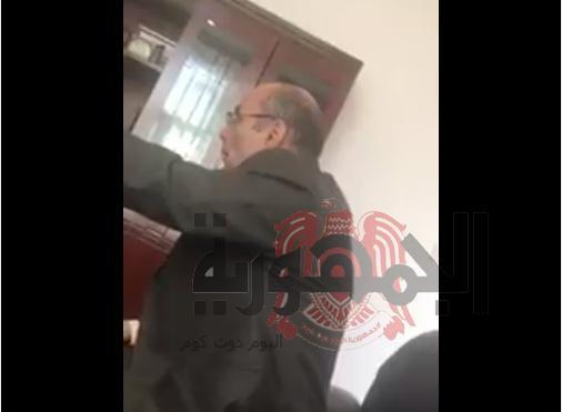 فضيحة دبلوماسية بالفيديو..كيف يتعامل السفير اليمني مع الطلاب المغتربين في بكين والفاظ خارجه..