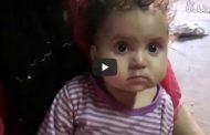 بالفيديو .. ام واب يتركنا اطفالهم الصغار في الشارع ليسلكا طريق المخدارت بابوكبير شرقية...